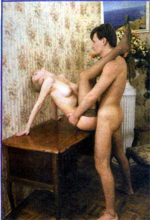 Женщина закинула ноги на плечи мужчине порно фото